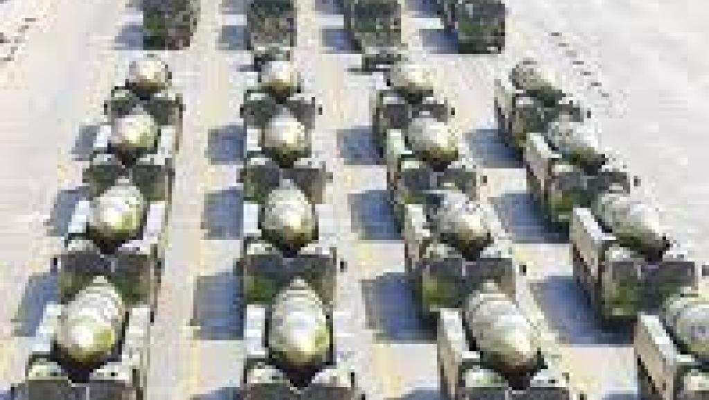 美国导弹驱逐舰闯南海 中国亮杀手震慑