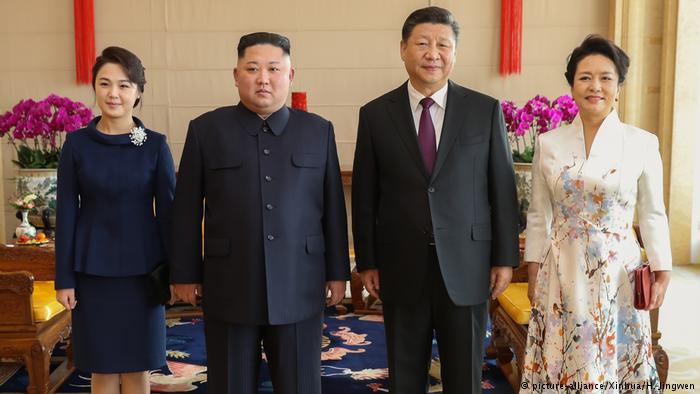 China Peking Kim Jong Un und Xi Jinping (picture-alliance/Xinhua/H. Jingwen)