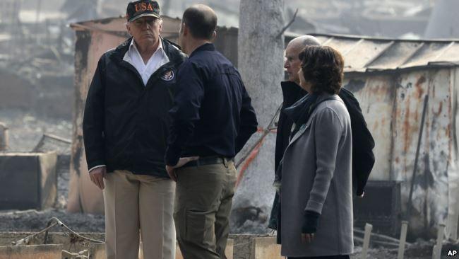 特朗普去年11月视察加州灾区