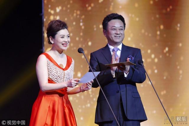朱军被控性侵后携妻秀恩爱 任颁奖嘉宾