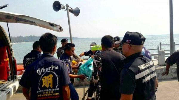 游泳时突遇海浪袭击 中国游客泰国身亡