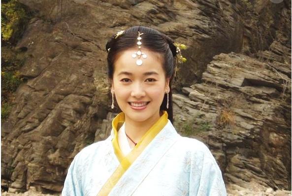 她16岁被姜文相中 嫁61岁的老男人