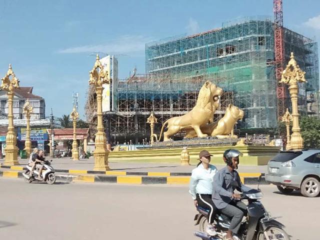 西港最繁华的金狮广场也像个大工地。.jpg