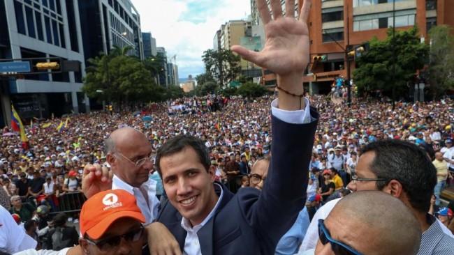 830x532_juan-guaido-autoproclame-president-interim-venezuela-devant-milliers-supporteurs-23-janvier-2019.jpg