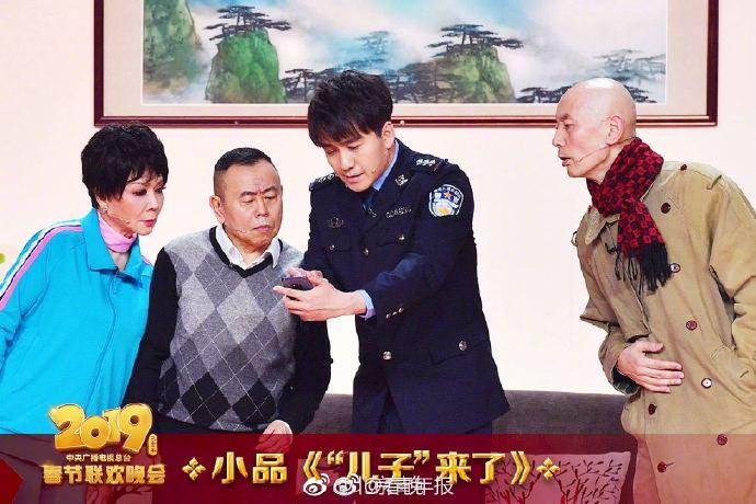"""央视春晚直播中 马云""""助演""""被掐了"""