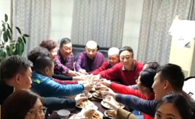 冯巩33年 首次在家团聚完整过除夕