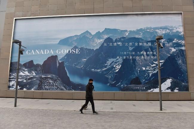 """北京街头""""加拿大鹅""""的广告牌.jpg"""