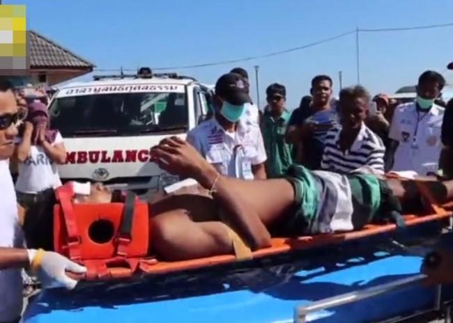 快艇与驳船相撞 传11中国游客受伤