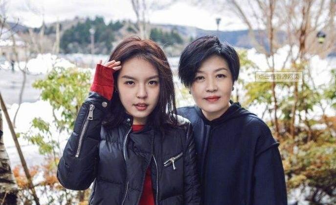李咏女儿美国考驾照被疑移民 哈文回复