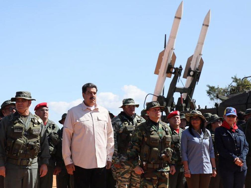 200年最大军演 枪杆子决定委内瑞拉命运