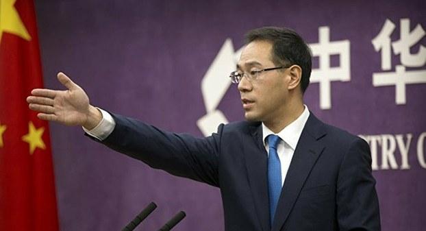 资料图片:中国商务部的新闻发布会。图为商务部发言人高峰(美联社)