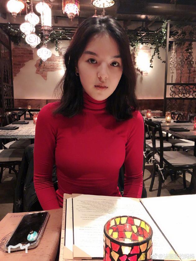 李咏女儿考驾照一次过 哈文甜喊女神