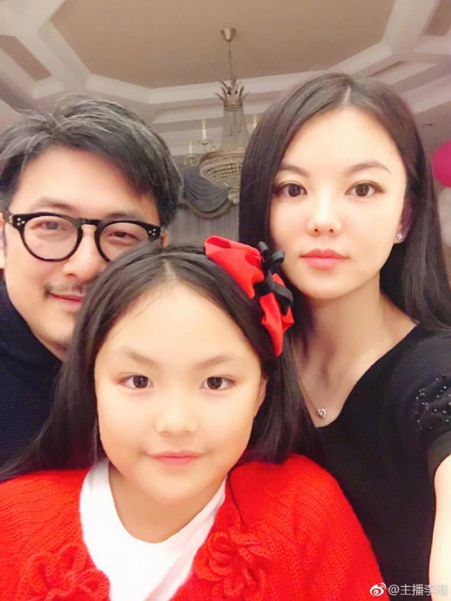 破产后李湘离开了他 现身家30亿首谈李湘