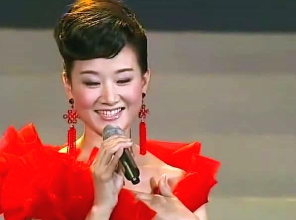民歌皇后宋祖英 如今52岁近照吓坏网友