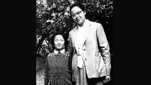 """李锐女儿曝: 妈妈""""和邓力群有一腿"""""""