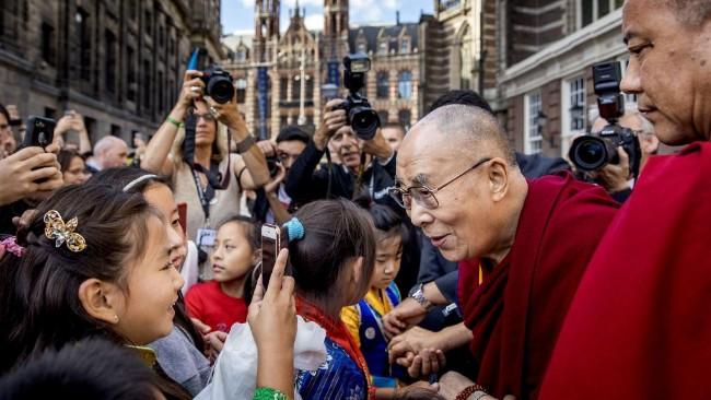 """""""达赖没为藏人做一件好事 藏人感谢党"""""""