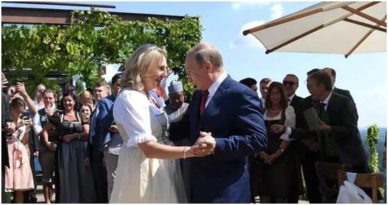 奥地利美女外长邀普京共舞:你非常优秀