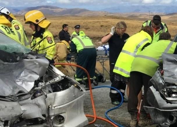 中国游客新西兰自驾游遇车祸 酿3死2伤