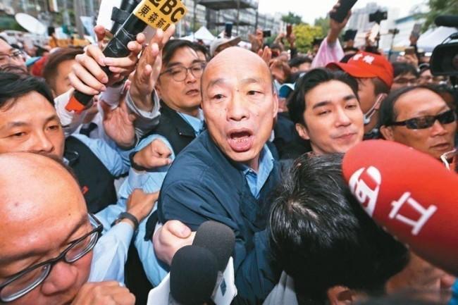 韩国瑜被盯上   北京秘密武器吃遍全球