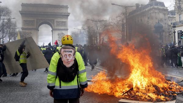 巴黎香街暴力 法国受辱 马克龙大意失分