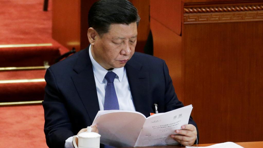 """港媒调侃今年两会""""死虎当活虎打""""戏码"""
