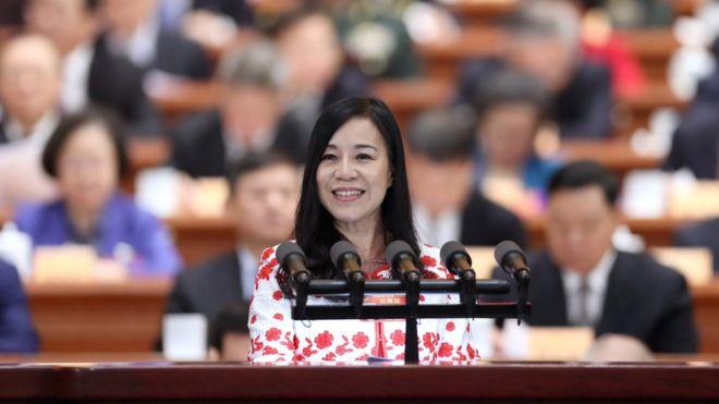 """两会""""57岁台湾女孩"""" 发嗲一炮而红"""