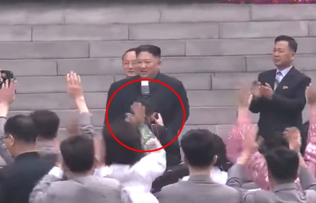 闪光灯挡住金正恩3秒 摄影师被开除党籍