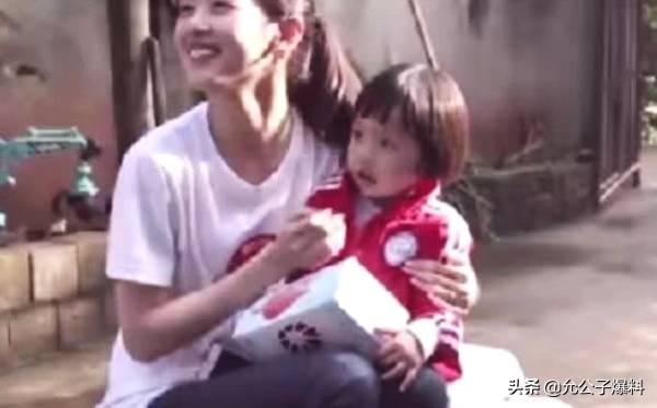 刘强东女儿曝光,网友:不是姐妹?