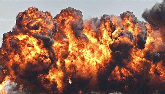 蘑菇云冲上数百米高空  江苏工厂爆炸