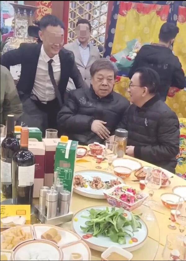 赵忠祥和侯耀华罕见同框 两人有说有笑