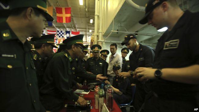 美国计划派第二艘航母访问越南