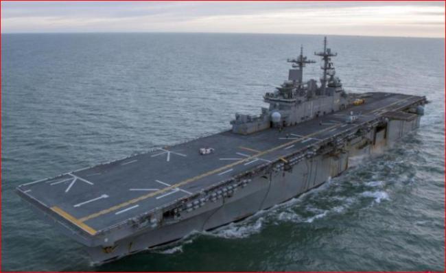 载F-35B战机美军舰在黄岩岛附近演练