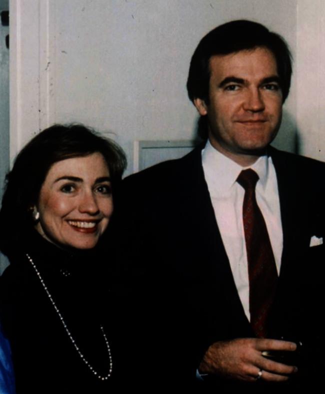 克林顿幕僚佛斯特自杀 因遭希拉里羞辱