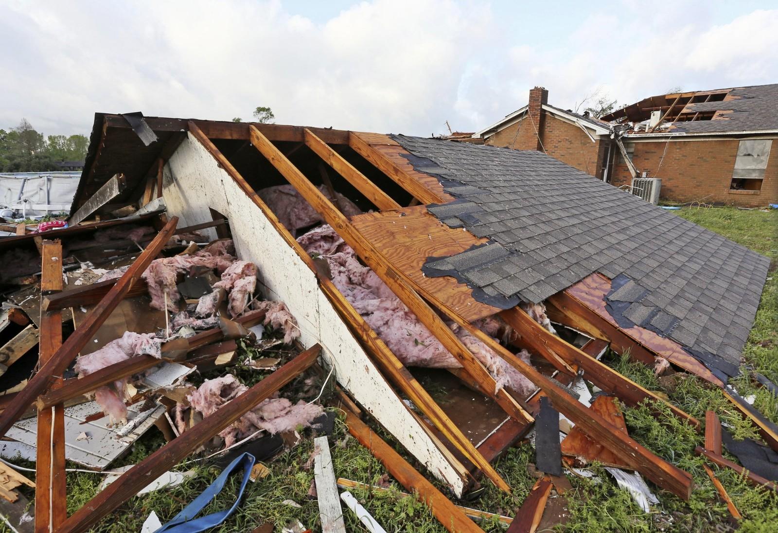 暴风雨继续肆虐南部多地,已致8人死亡,十多万户断电_图1-4