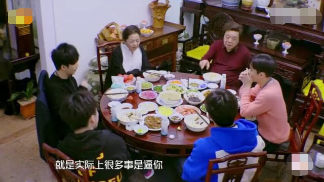 赵忠祥豪宅全曝光 家中鱼池似游泳池