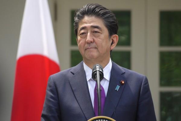 怕惹怒中国   日本首相只送祭品不参拜