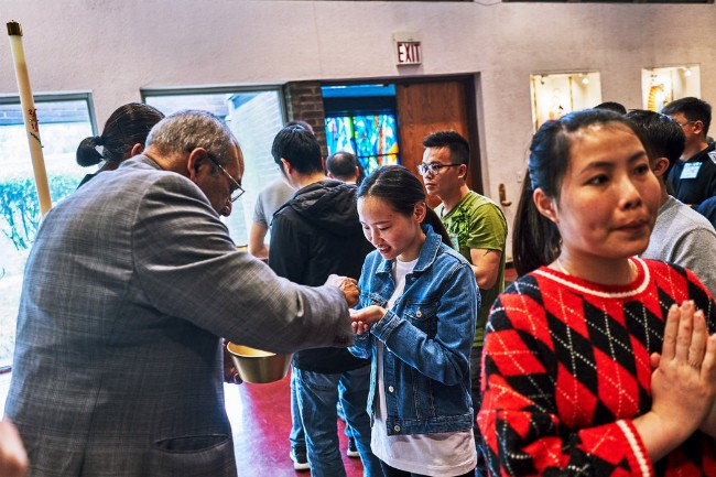 當越來越多的中國移民在紐約皈依天主教