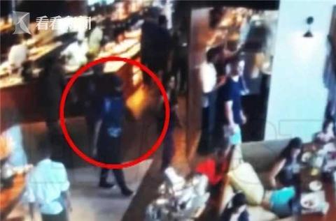 斯里兰卡富二代兄弟在酒店当众引爆自己