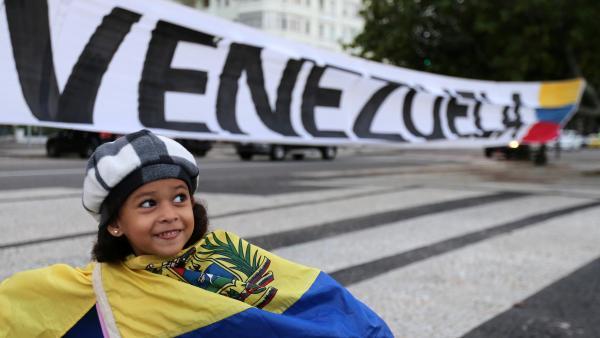 委内瑞拉部分军人倒戈 白宫向马杜罗亲信发出通牒