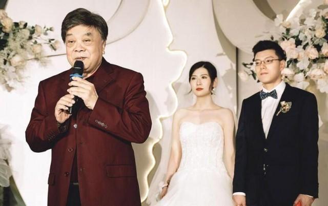 77岁赵忠祥参加婚礼 两鬓斑白显得很苍老