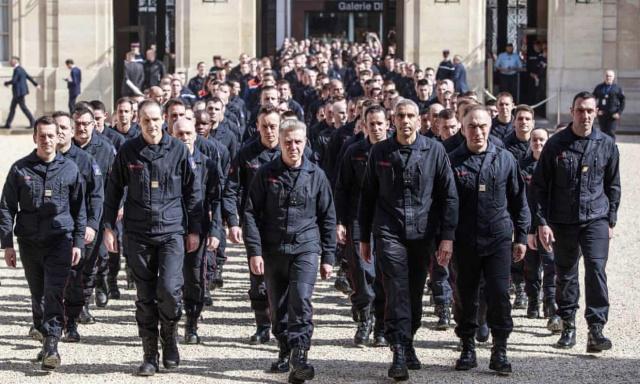 巴黎圣母院火灾立功 6消防员涉强奸被捕