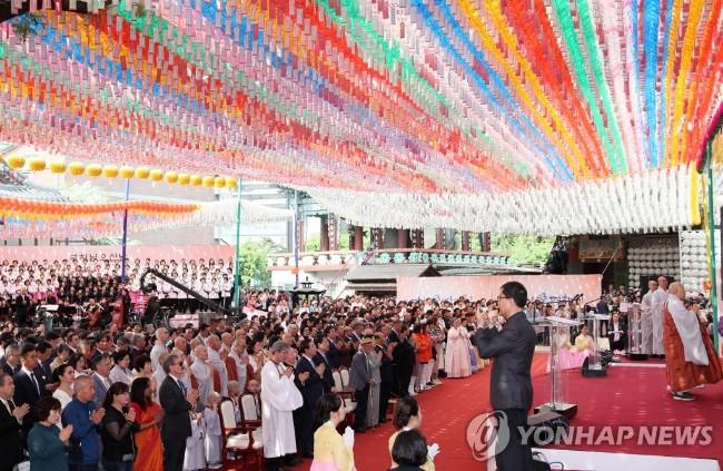 文在寅佛诞节贺词   促韩朝和平