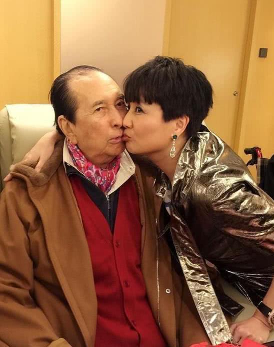 29岁嫁给68岁的赌王 手段超邓文迪