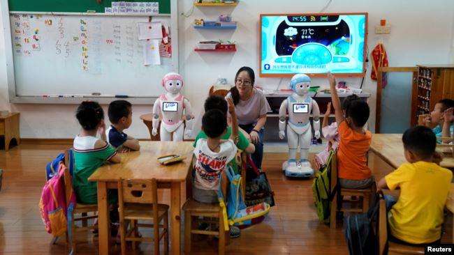 中国江苏省苏州市的一所幼儿园的孩子在上课。(2018年7月4日)