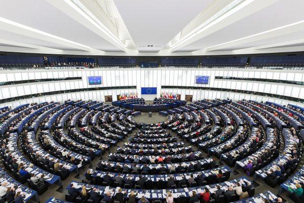 1600px-european-parliament-strasbourg-hemicycle-diliff-600x400.jpg