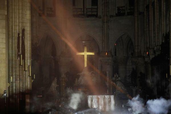 火烧圣母院与火烧圆明园之对比(一)