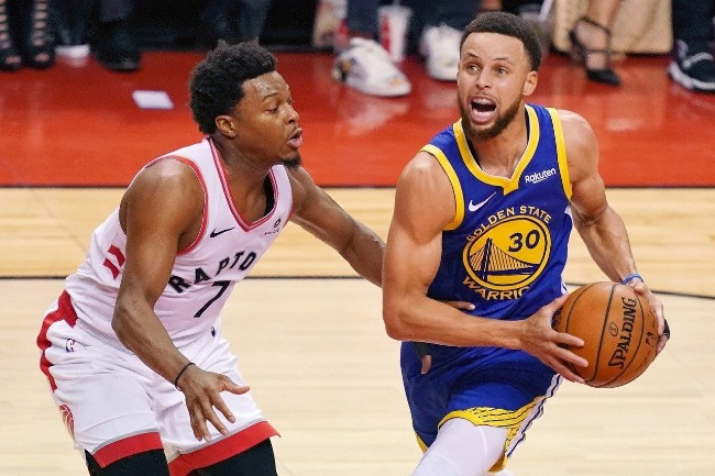 NBA老经验勇士柯瑞34分 首战仍不敌菜鸟暴龙