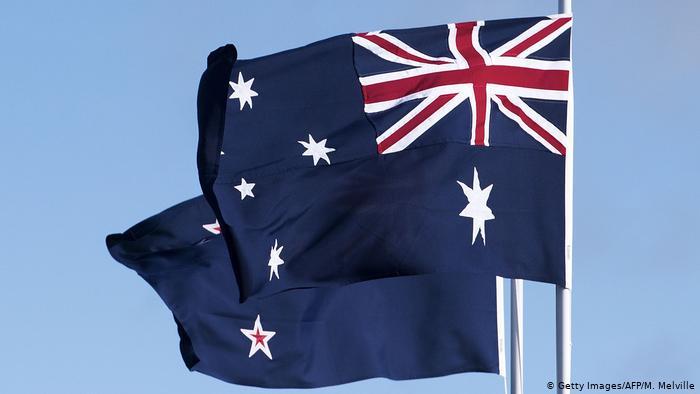 Flaggen von Neuseeland und Australien (R) (Getty Images/AFP/M. Melville)