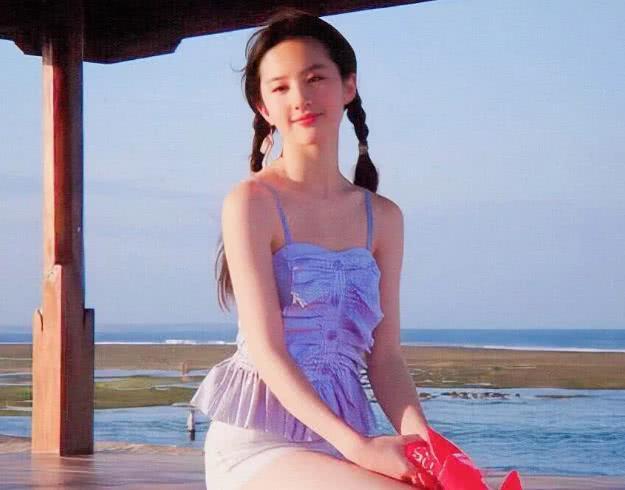 18岁的刘亦菲照片曝光,清纯无人能比