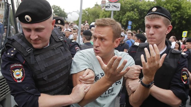 2019-06-12t111602z_435899488_up1ef6c0vaq1y_rtrmadp_3_russia-journalist-protests_0.jpg